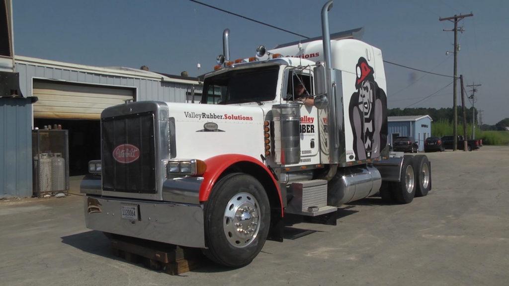 Inflatable liner lifting semi truck